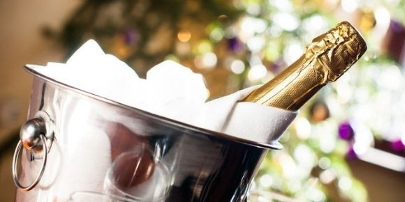 How to Serve Champagne and Enjoy its Full Potential